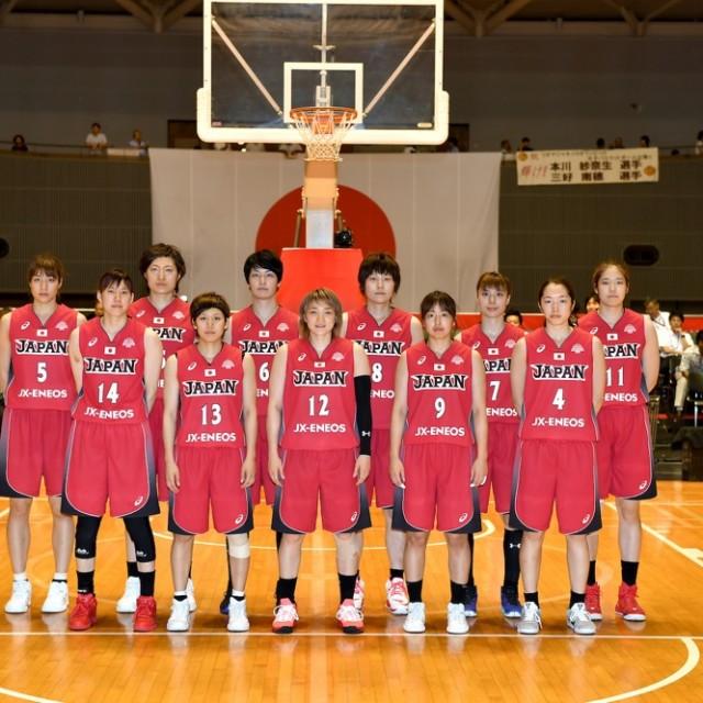日の丸を背にアカツキファイブ女子日本代表チーム