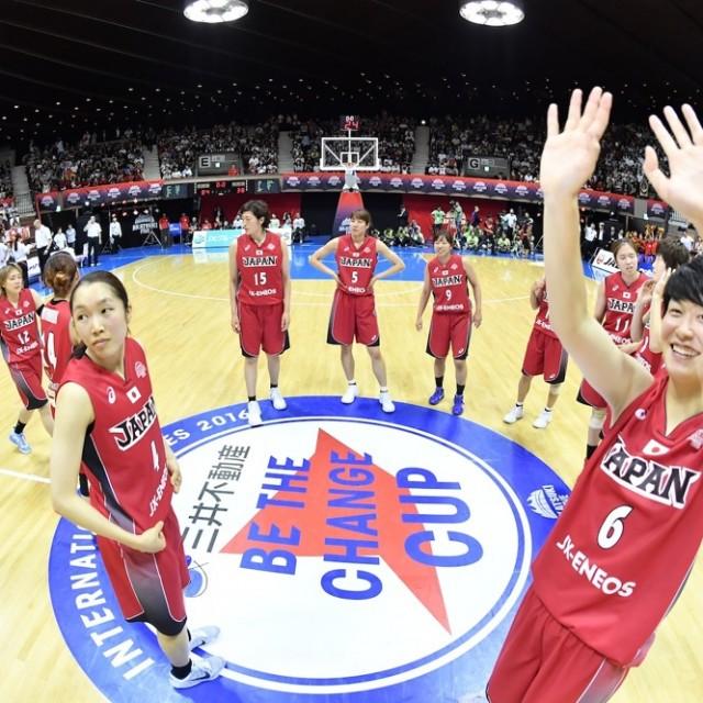 3連勝し、ファンに手を振る#6間宮 佑圭選手